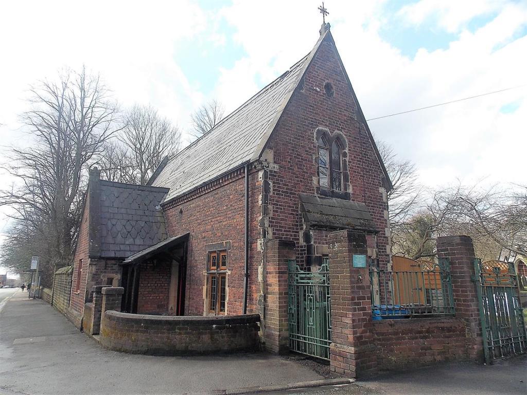 Huis op begraafplaats - Bron: Rightmove.co.uk
