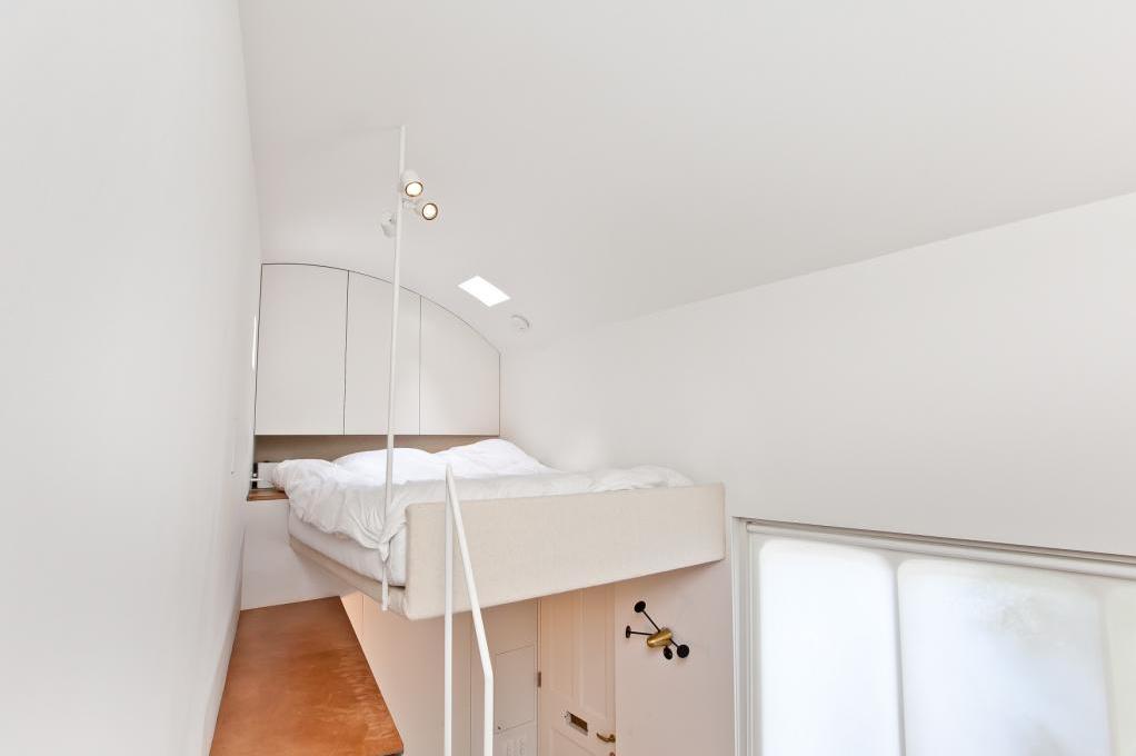 Kleinste huis ter wereld verkocht interveste infonet - Lamppost huizen van de wereld ...