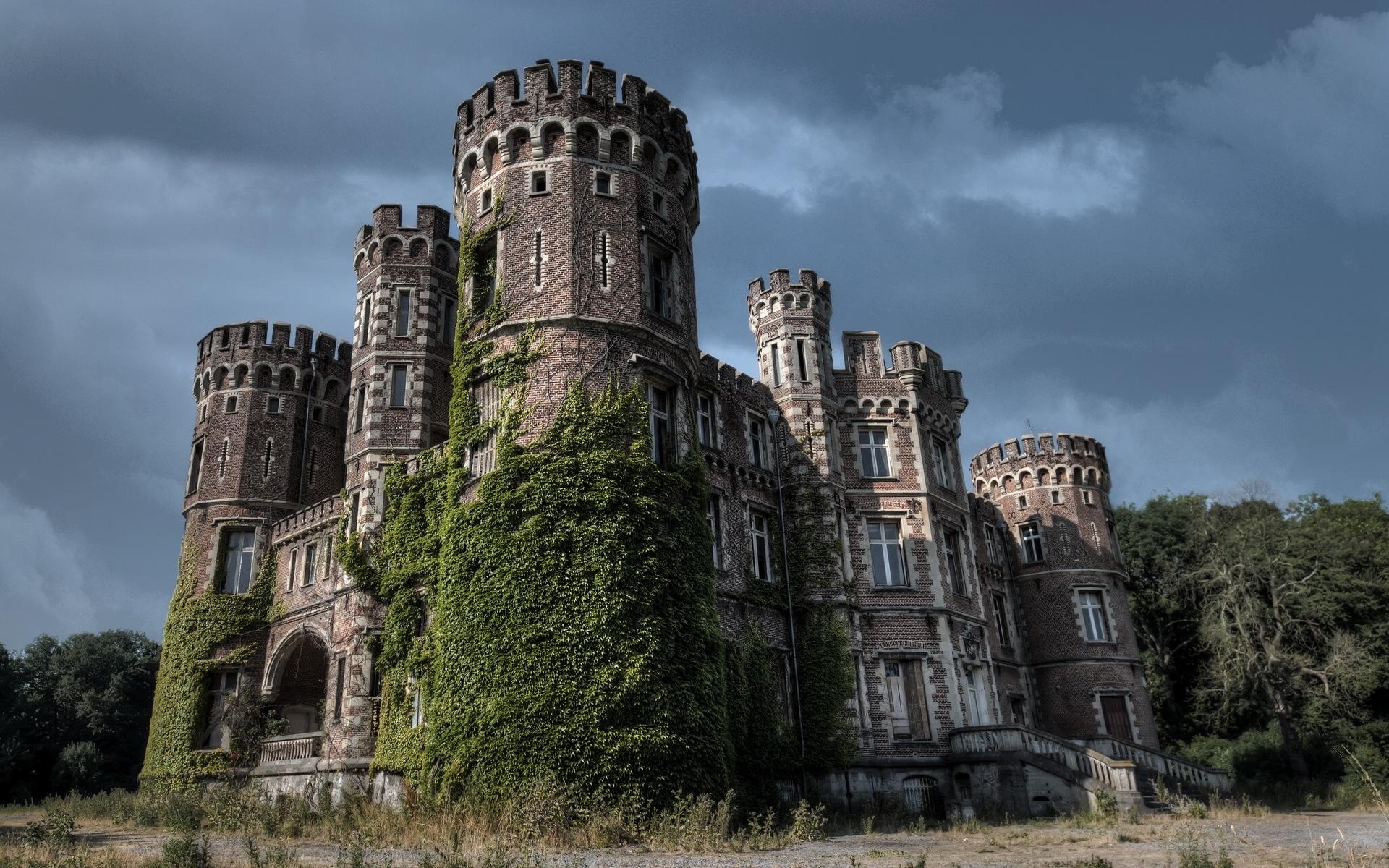 Man koopt grond en krijgt er gratis (spook )kasteel bij   Interveste   INFONET