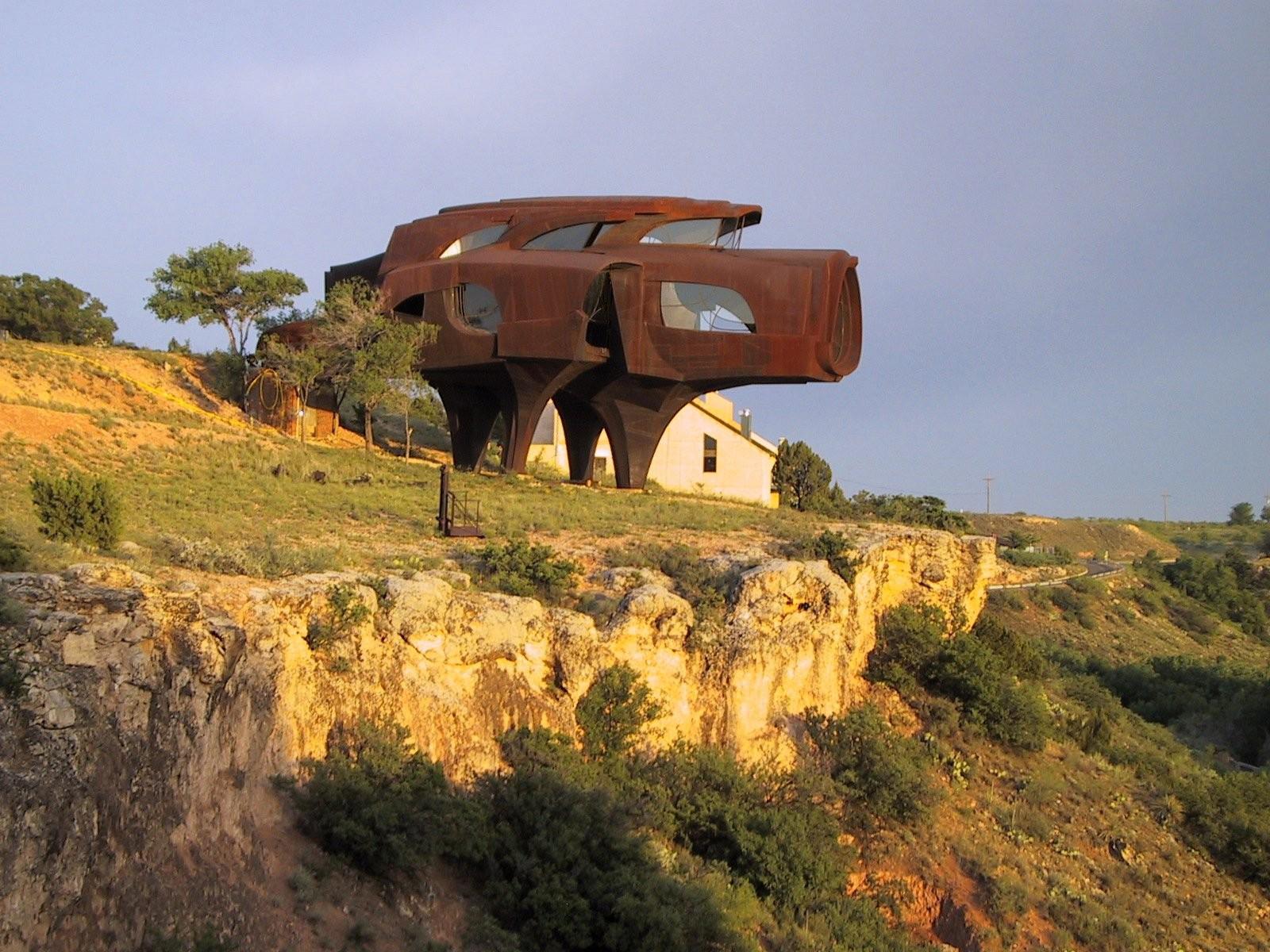 The Steel House door Robert Bruno