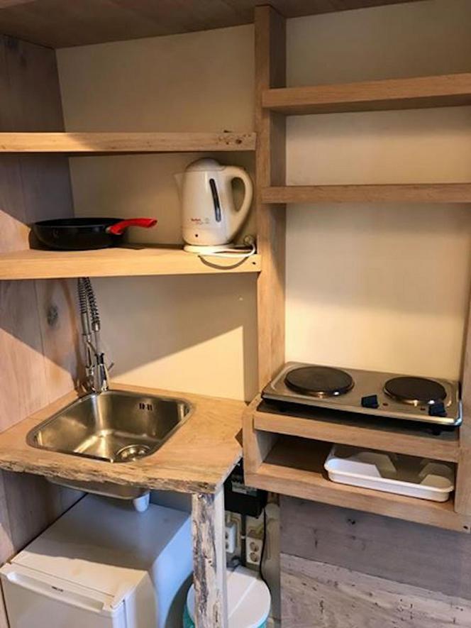 Klein appartement Amsterdam op Facebook