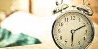 Wekker in muur gaat elke dag af… Al 13 jaar lang