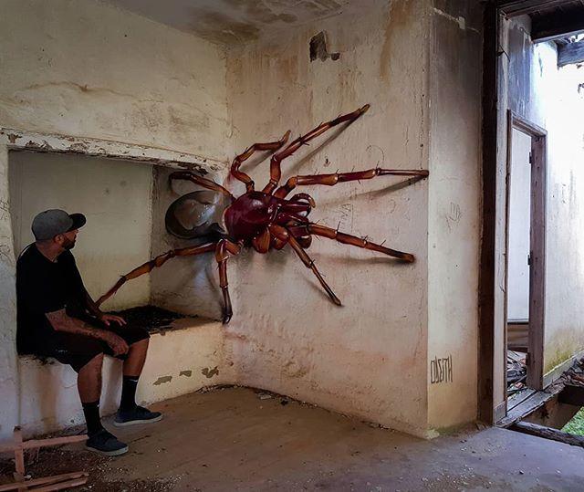 Portugese straatartiest fleurt de buurt op met creepy muurschilderingen