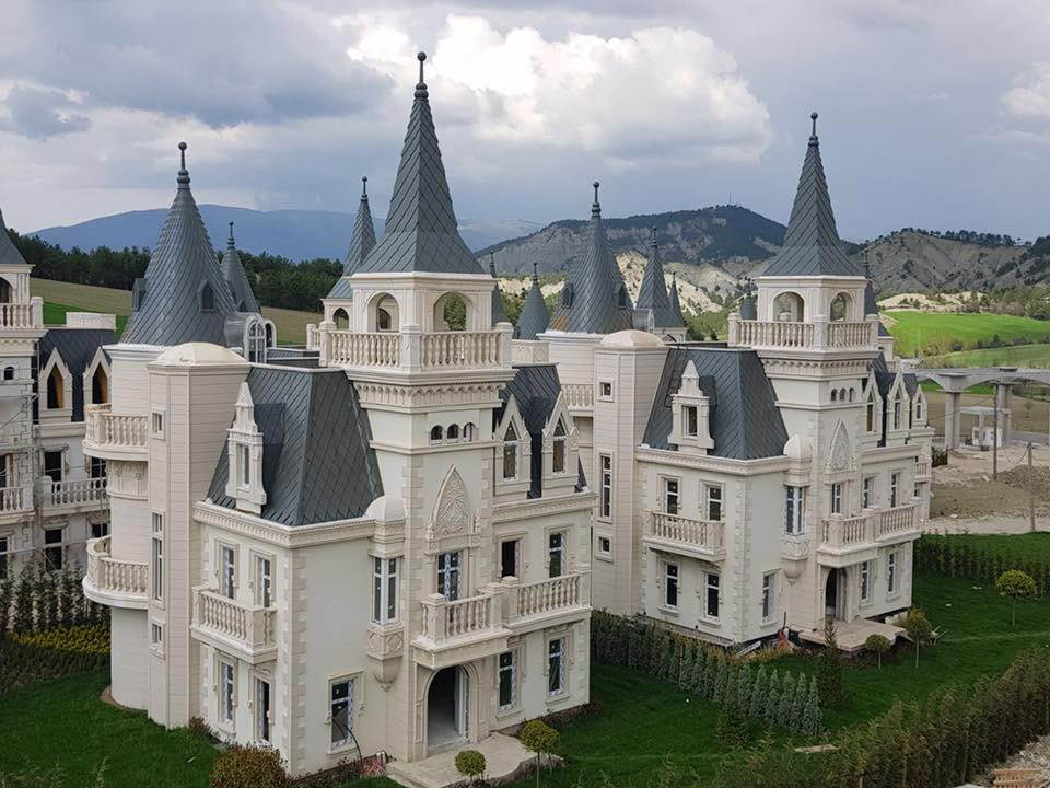 Volledig dorp met kastelen te koop