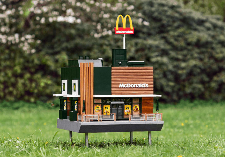 De kleinste McDonald's ter wereld is geopend – maar is enkel toegankelijk voor bijen